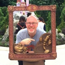 dein-dlrp Autor Torsten Weidemann in einem Beauty and the Beast Rahmen