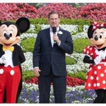 Joe Schott mit Mickey und Minnie Mouse