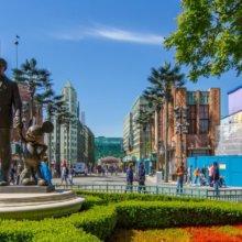 Die Partner Statue im Walt Disney Studios Park aus der Nähe betrachtet