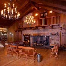 Blick in den Eingangsbereich des Restaurants Liberty Tree Tavern im Magic Kingdom