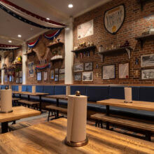 Blick in den Innenraum des Regal Eagle Smokehouse im The American Adventure