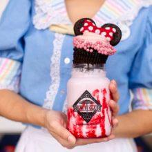Ein ausgefallener Milchshake im Beaches & Cream Soda Shop als Beispiel für die amerikanische Küche in Disney World