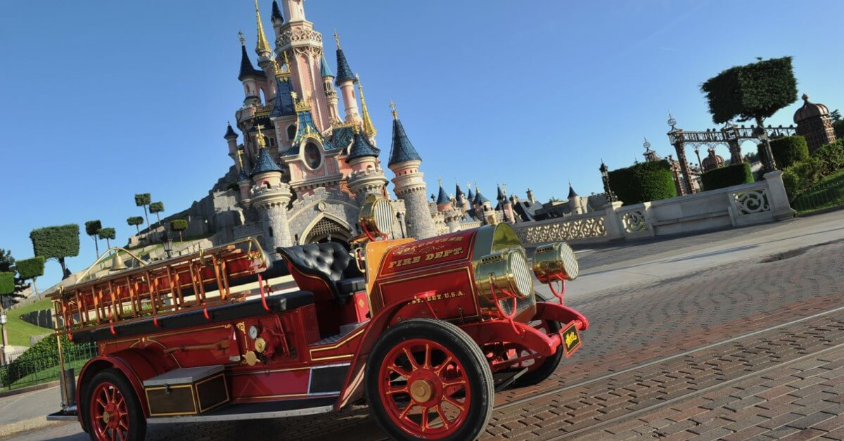 Oldtimer vor dem Sleeping Beauty Castle