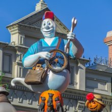 Eine Geisterfigur an einem Gebäude in der Main Street U.S.A.