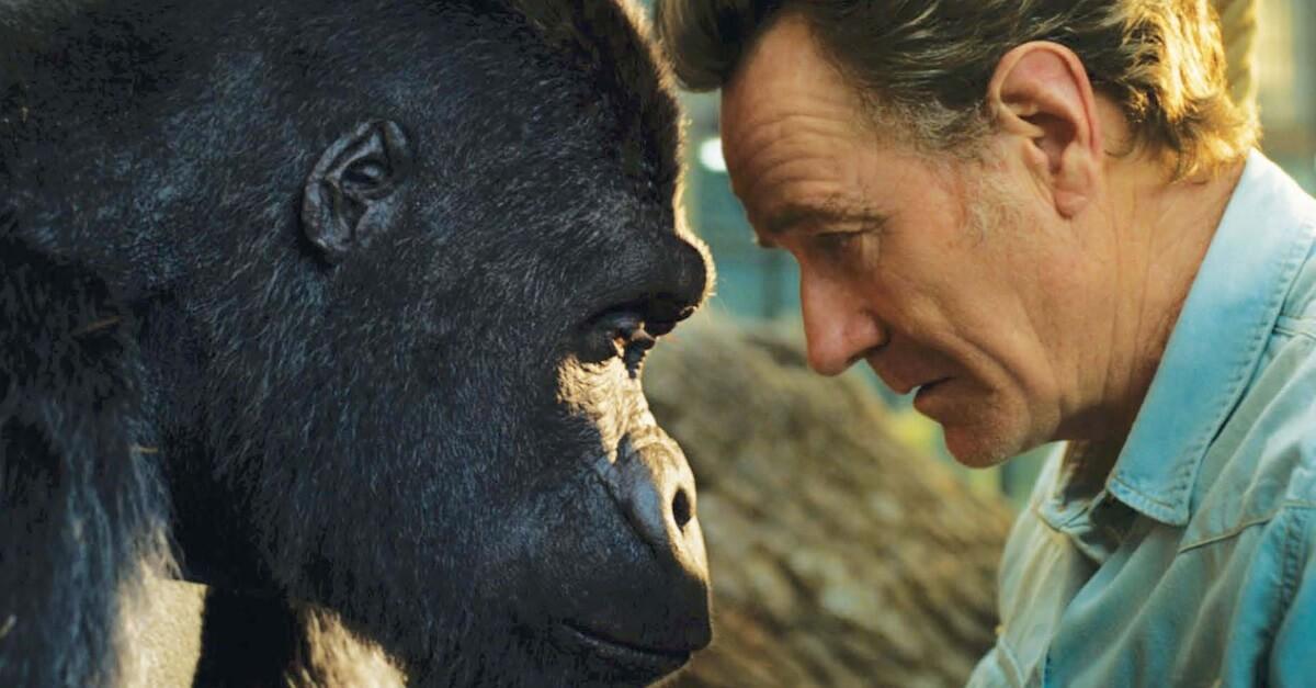 """Bild von Zirkusdirektor Mack und dem Gorilla Ivan aus dem Film """"Der einzig wahre Ivan"""""""