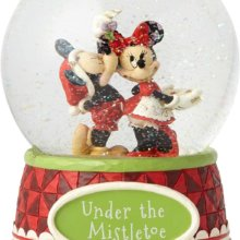 Mickey gibt Minnie ein Küssen in einer Schneekugel