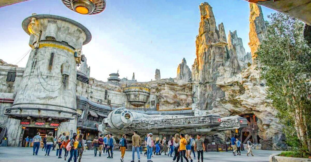 Blick auf den Millennium Falcon in Galaxy's Edge in den Hollywood Studios