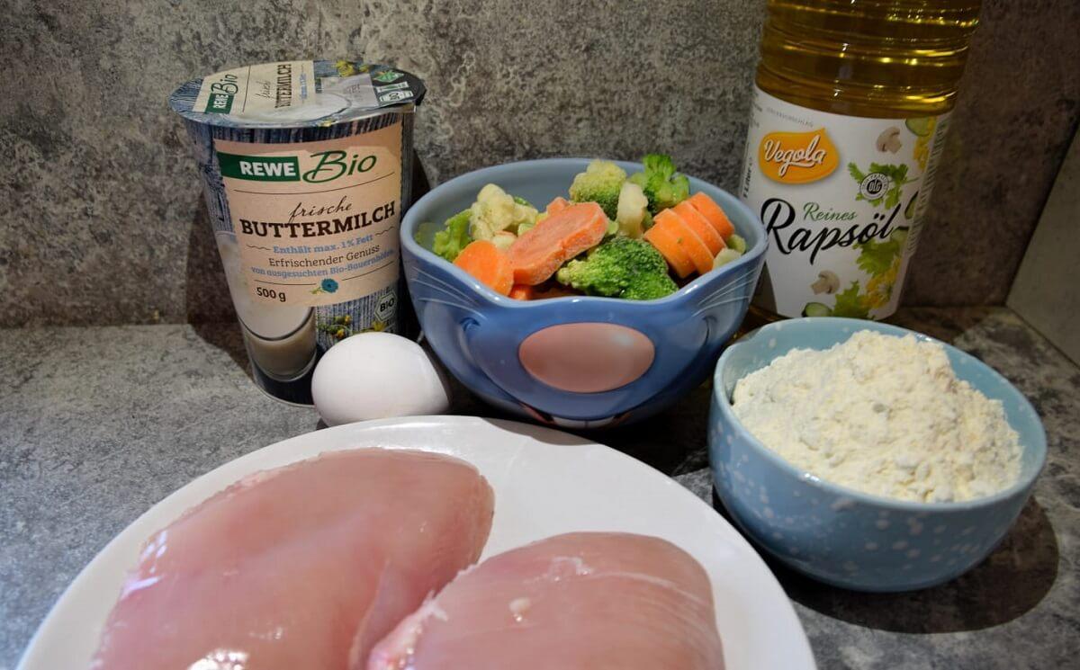 Zutaten für das frittierte Hähnchen und das gemischte Gemüse