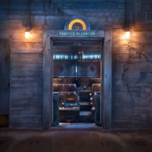 Eiblick in durch die geöffneten Türen des Fahrstuhls.