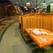 Foto einer Sitzecke mit Platz für bis zu vier Personen im Garden Grill Restaurant in Epcot