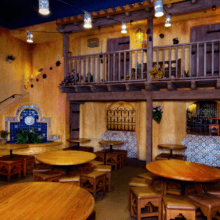 Blick in den Innenraum des Quick Service Restaurants Pecos Bill Tall Tale Inn and Cafe im Frontierland im Magic Kingdom
