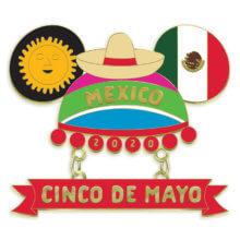 Ein Pin in Form eines Mickey Ear Hats wird von typisch mexikanischen Symbolen und Elementen geziert