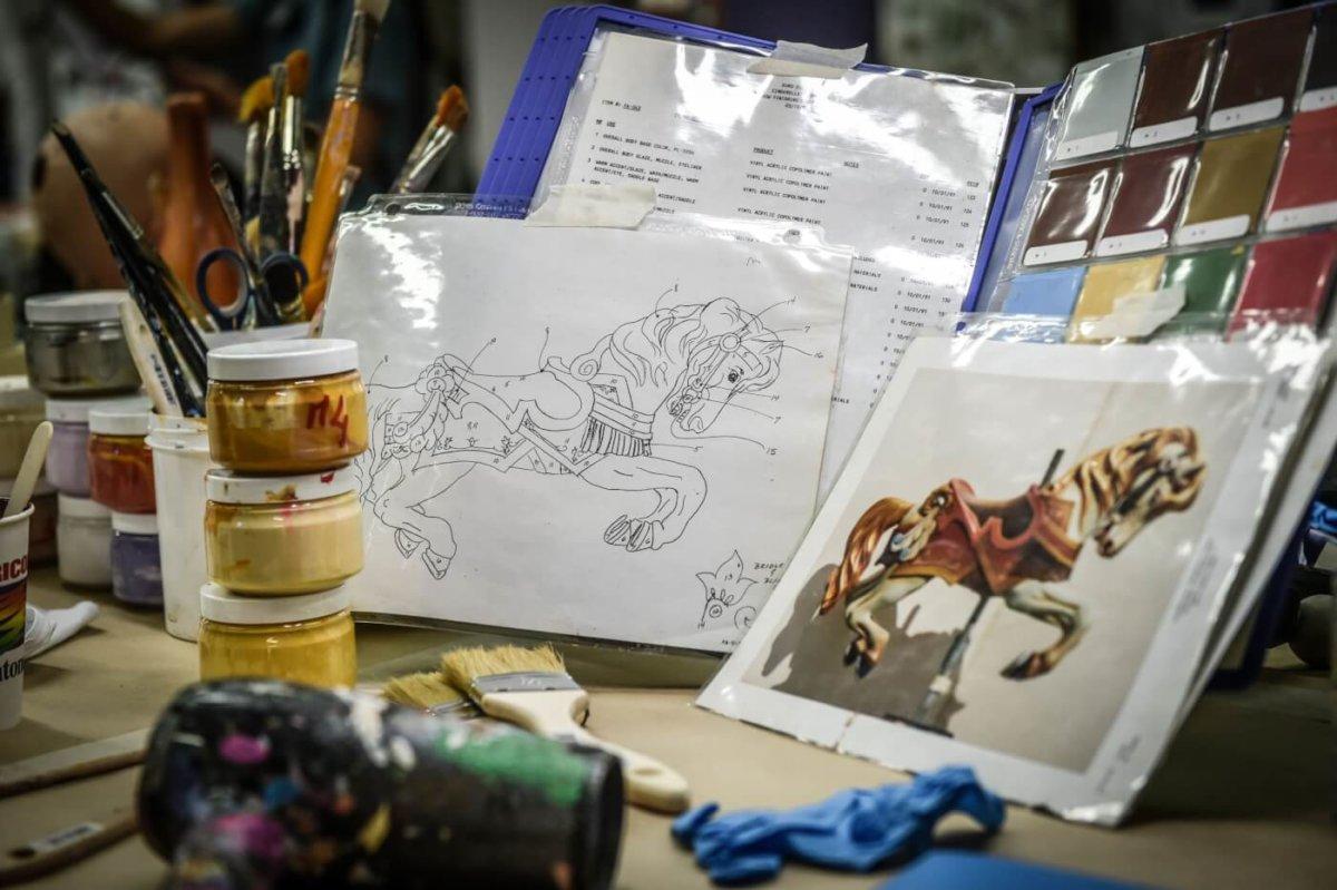 Farbvorlagen für die Colorierung von historsichen Holzpferden