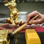 Handwerker sorgen für unverwechselbare und einmalige Details in Disneyland Paris