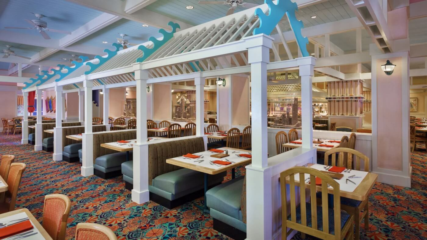 Innenraum des Cape May Café Buffetrestaurants im maritimen Stil in Disney's Beach Club Resort