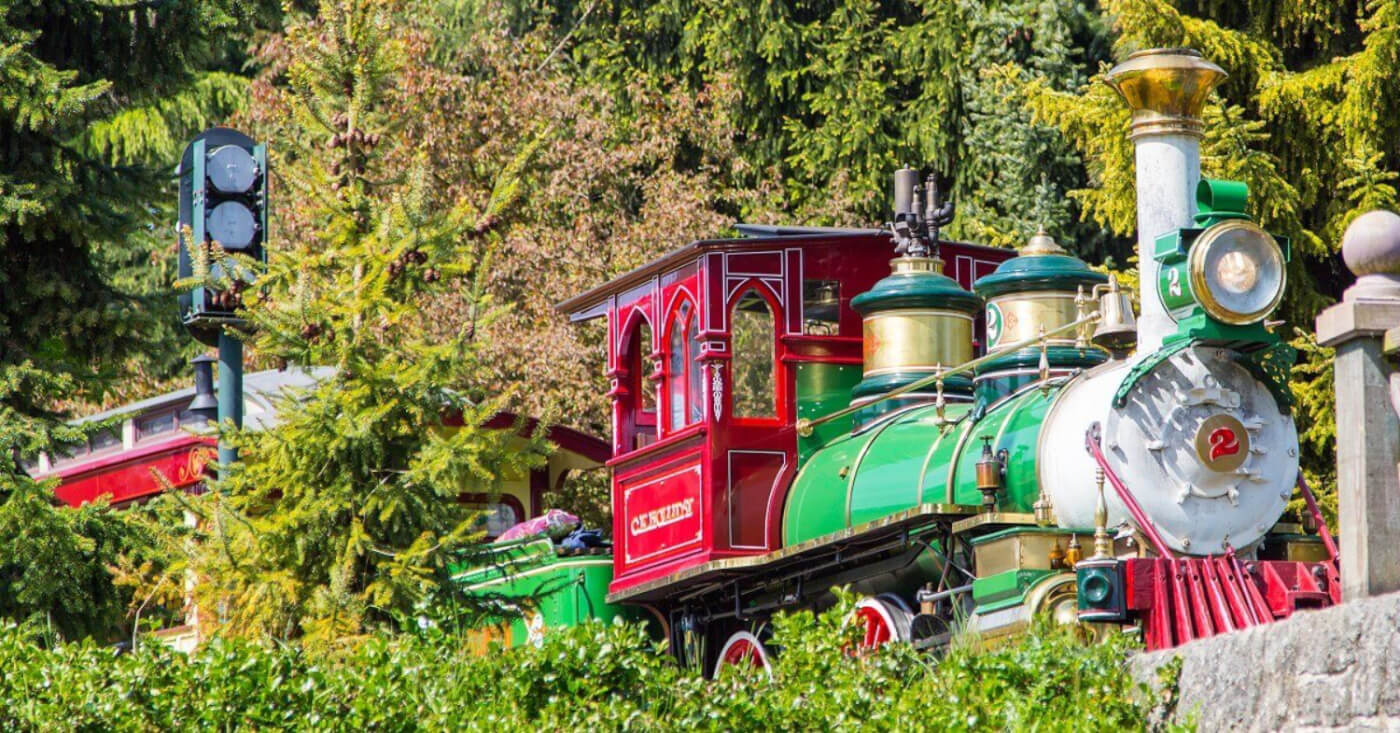 Die Zuglok der Attraktion Disneyland Railroad.