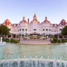 Eingangsbereich Disneylandhotel mit Wasserspielen