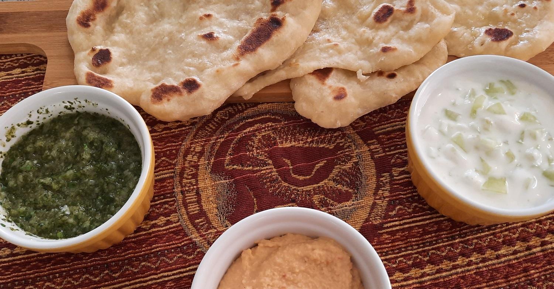Naanbrote mit drei Dips wie im Sanaa