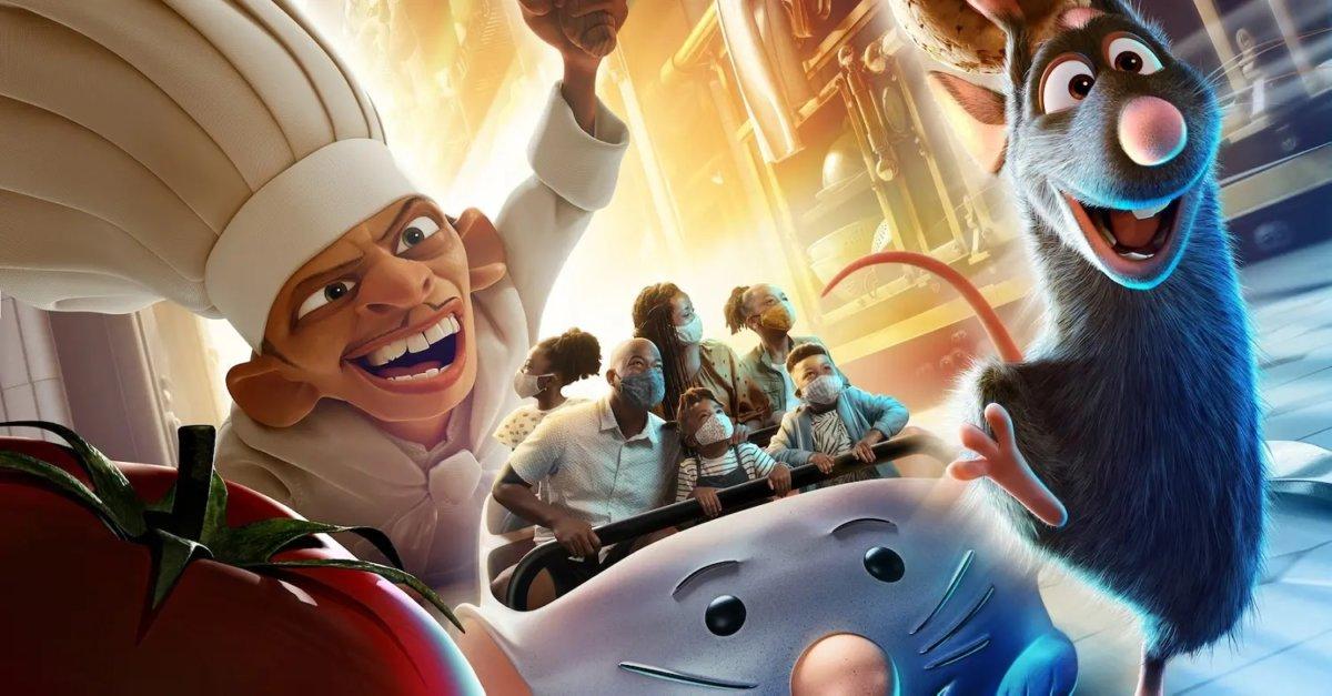 Auf einem Werbeposter sind mehrere Personen in einem Wagen der Attraktion Remy's Ratatouille Adventure zu sehen