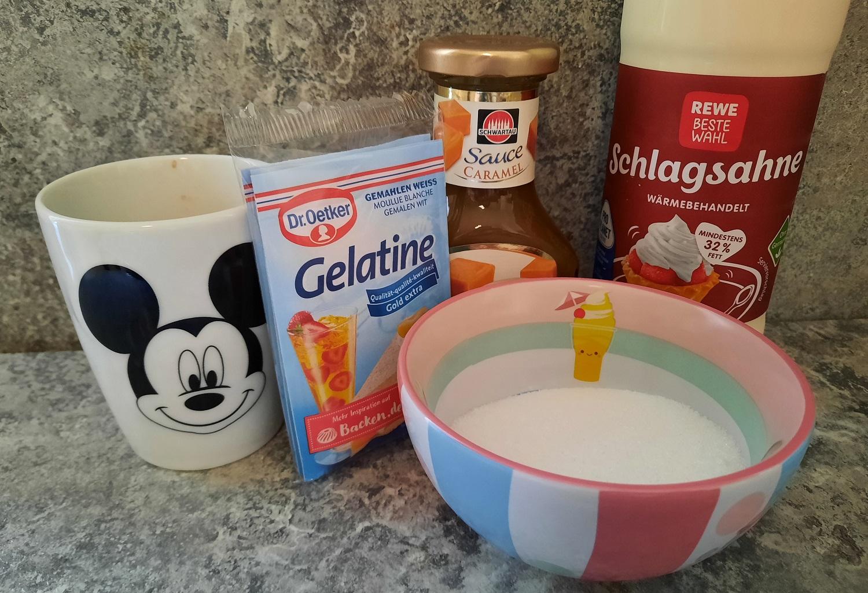Kaffee, Gelatine, Karamellsauce, Schlagsahne und Zucker zur Zubereitung der Frappuccino Cream wie im Hollywood Brown Derby Restaurant
