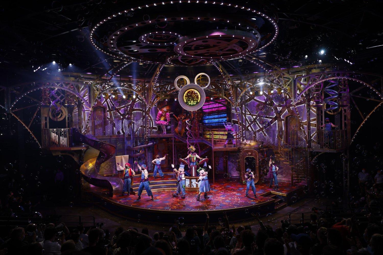 Disney Junior Dream Factory Bühne mit Darstellern