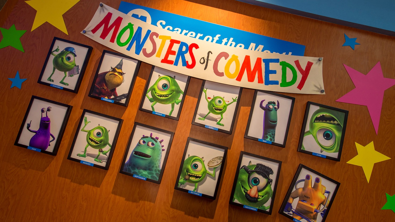 """Wand mit Fotos von einigen Monstern aus """"Die Monster AG"""""""