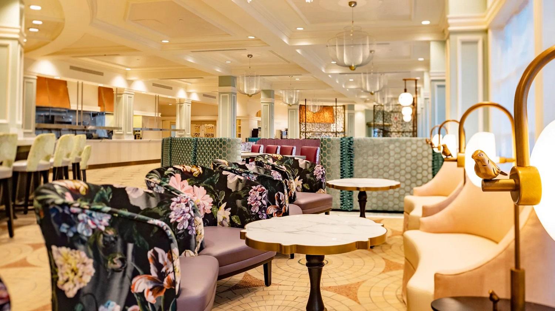Elegant gestalteter Innenraum des Restaurants Cítricos in Walt Disney World