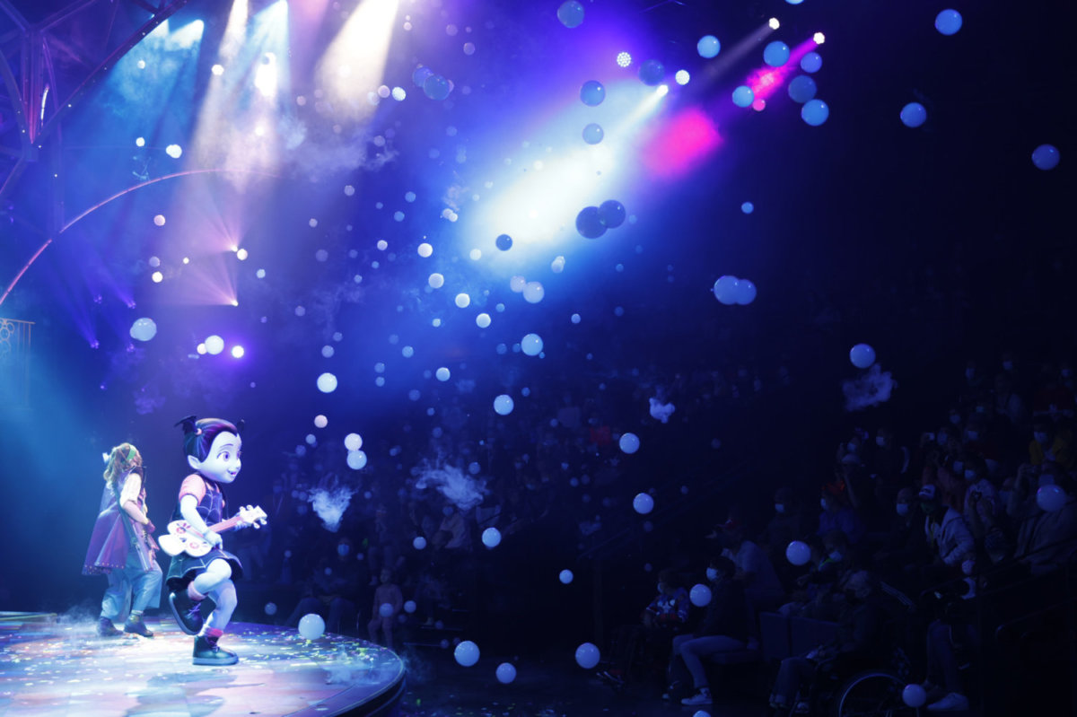 Disney Junior Dream Factory Vampirina Konzert mit Rauchblasen
