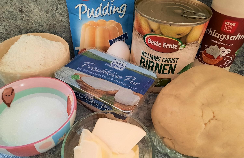 Mehl, Zucker, Butter, Birnen in der Dose und weitere Zutaten für einen Birnenkuchen nach Disney-Rezept