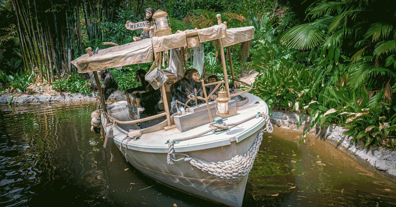 gestrandetes Schiff im Jungle Cruise von Affen gekapert