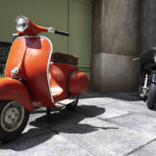 Skinner´s Motorroller und Colette´s Motorrad