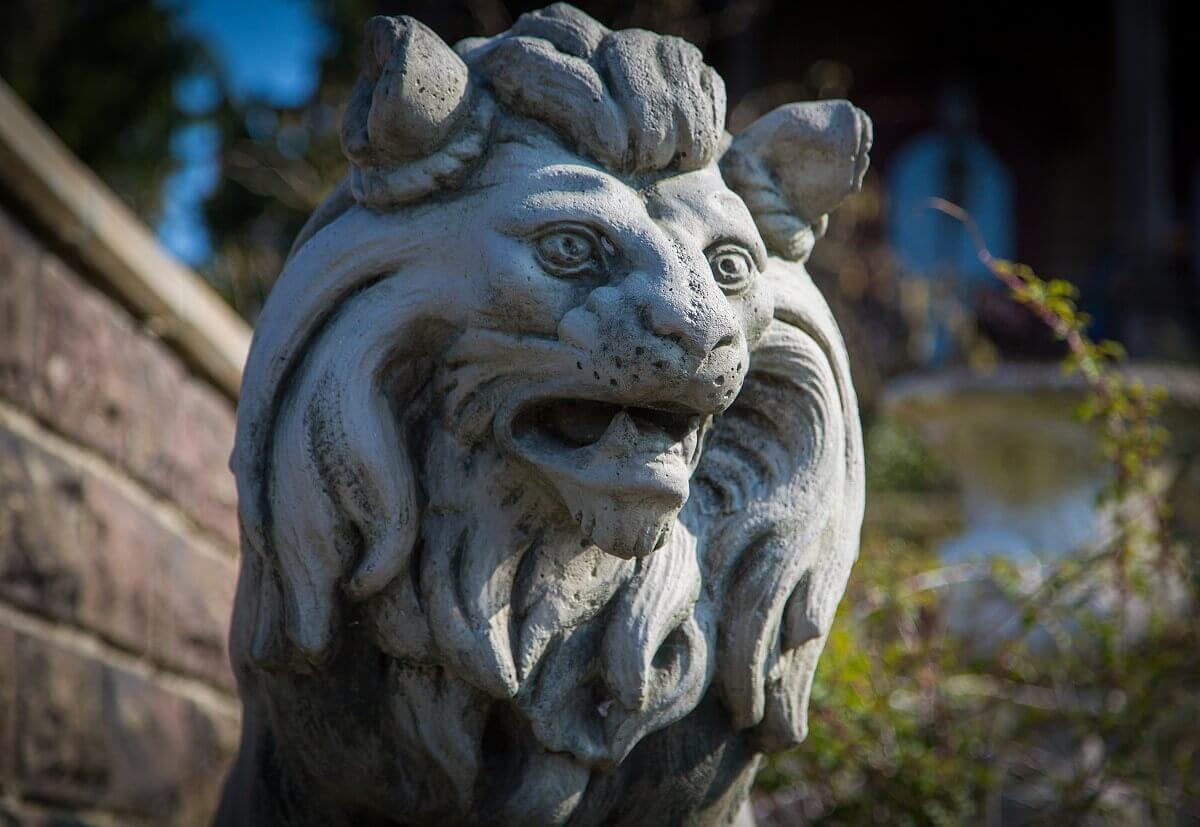 A lion statue of Stone in the garden