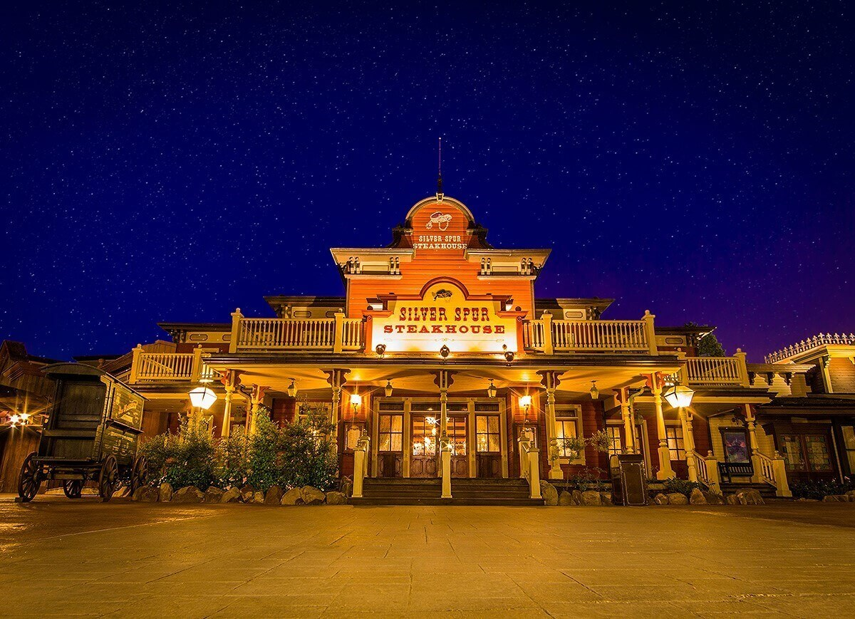 Front view of  Silver Spur Steakhouse at Night