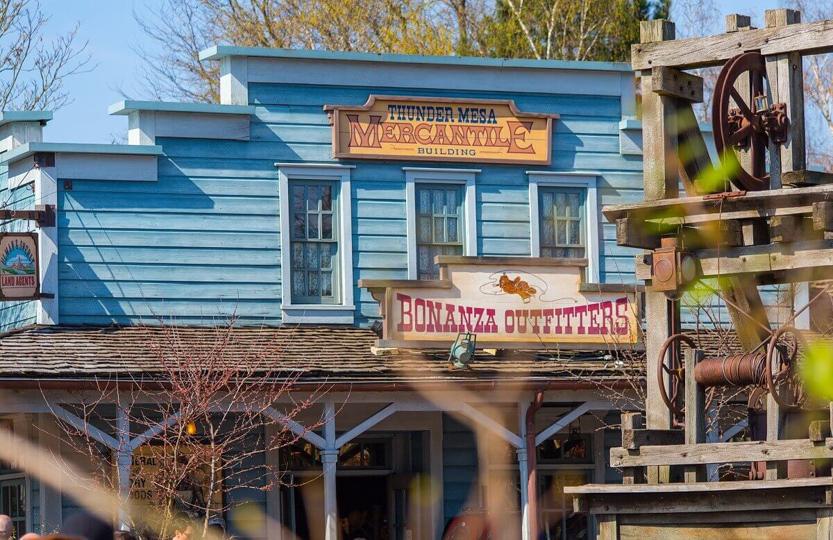 View of the entrance of the Thunder Mesa Mercantile shop in Frontierland