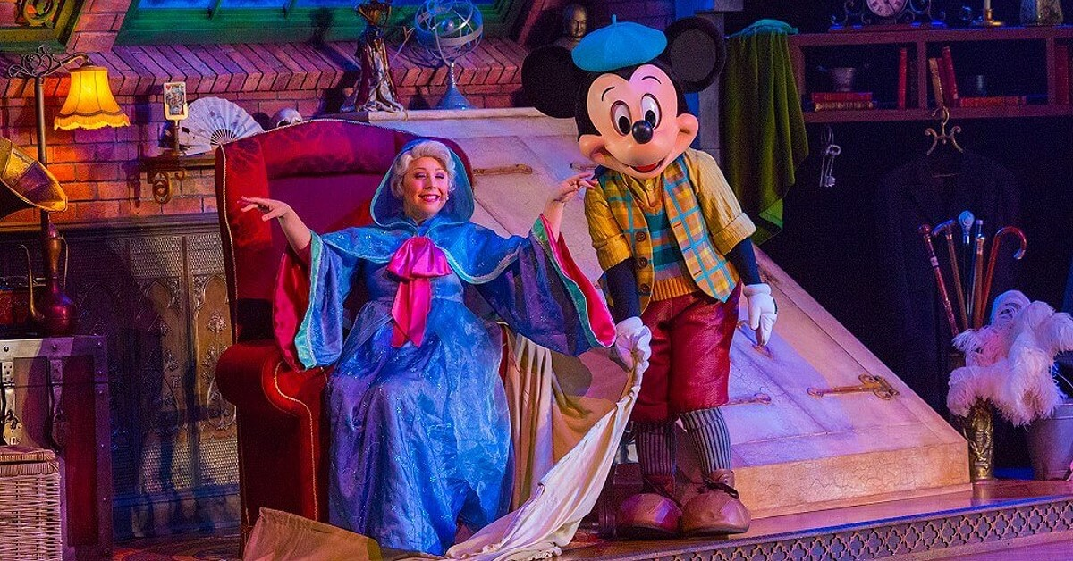 Mickey Mouse und die gute Fee aus Cinderella bei der Show Mickey and the Magician