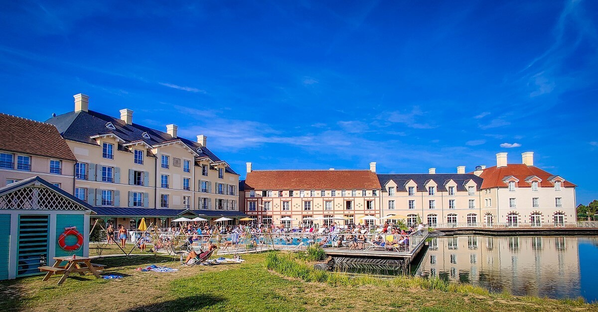 Das Staycity Apparthotel, Paris Marne-la-Vallee, mit See und Pool