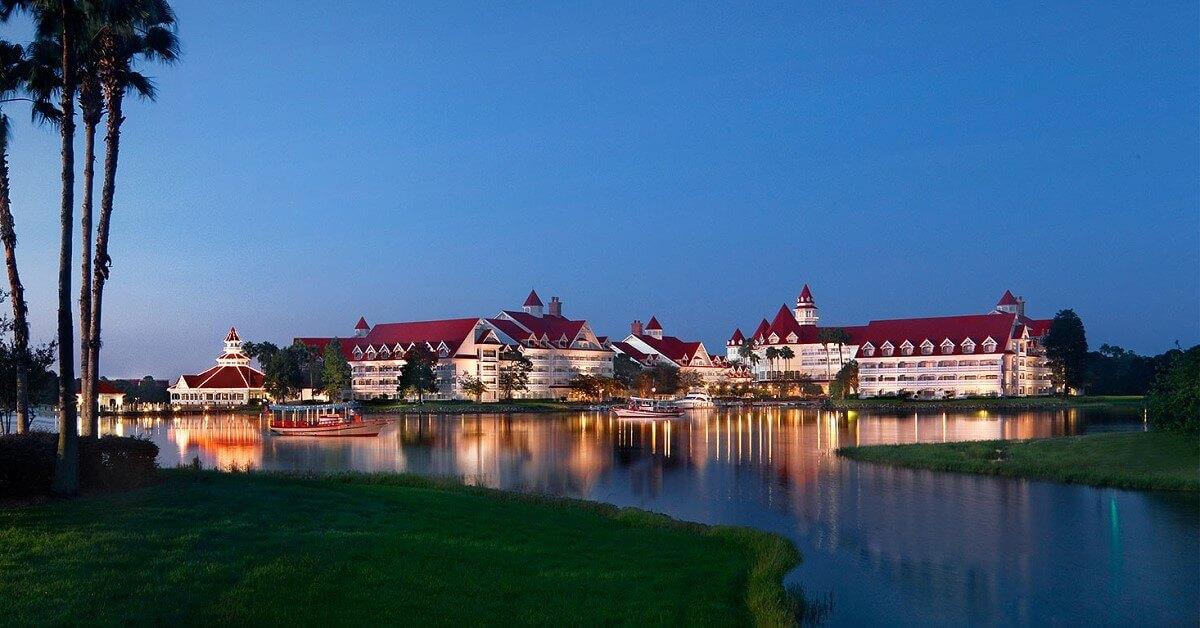 Prächtiges Gebäude in der Abendsonne: Disney's Grand Floridian Resort
