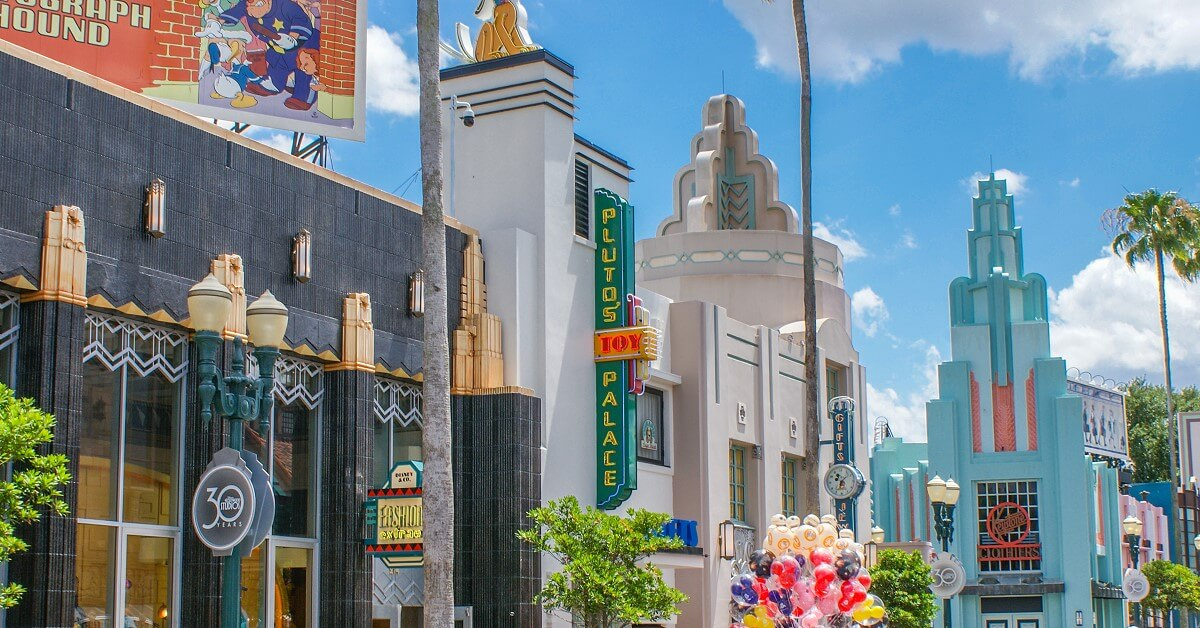 Häuserzeile im Art Deco Stil im Hollywood Boulevard in Disney's Hollywood Studios