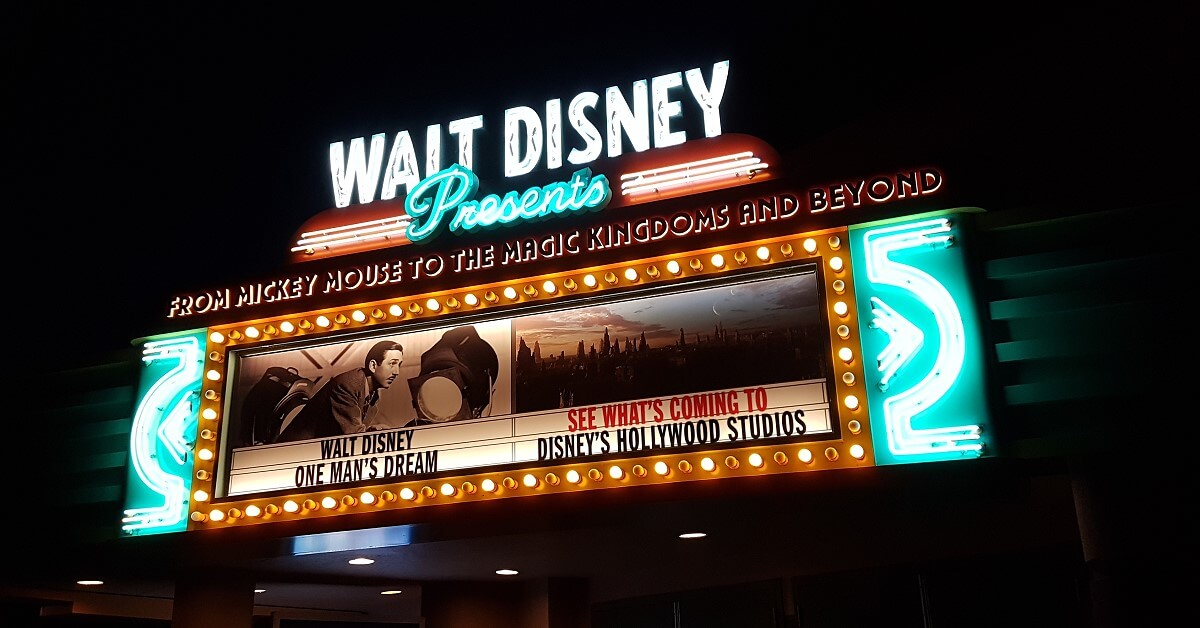 Neonschild der Attraktion Walt Disney presents - One Man's Dream am Animation Courtyard
