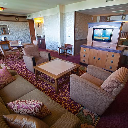 n015661_2020oct01_sequoia-lodge-hotel-suite-honey-moon-room_1-1_tcm794-157895$p~1.jpg