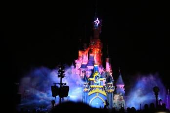 Abendshow Disney Illuminations am Sleeping Beauty Castle