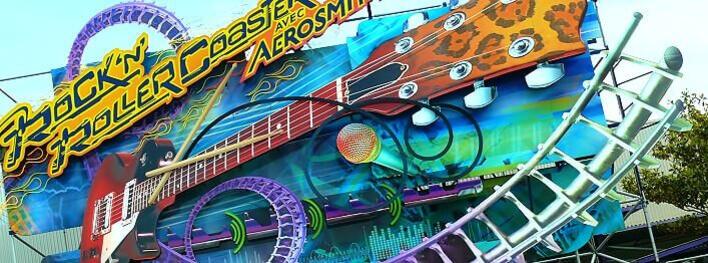 Außenansicht Rock 'n' Roller Coaster