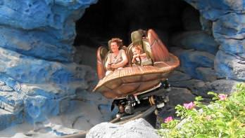 Crush Coaster und andere Achterbahnen im Disneyland