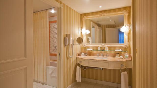 Das geräumige Badezimmer der Junior Suite