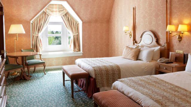Ein Zimmer des Castle Clubs für vier Personen