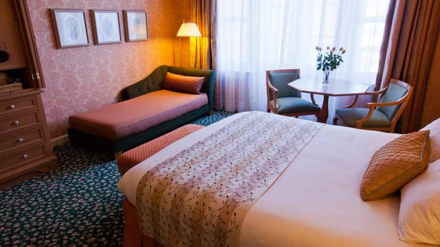 Ein Zimmer des Castle Clubs für zwei Personen
