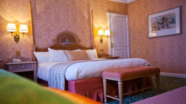 Ein Zimmer im Castle Club, der Luxus-Etage des Disneyland Hotels
