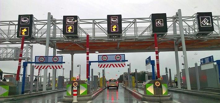 Eine Mautstation auf der Autobahn in Frankreich
