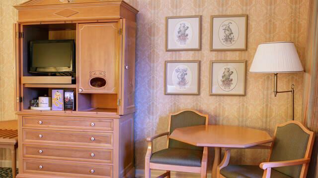 Einrichtung eines Standardzimmer im Disneyland Hotel