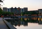 Lake Disney und Hotel New York am Abend